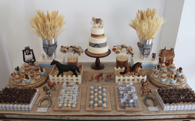 Festa infantil cavalos - vista mesa de doces